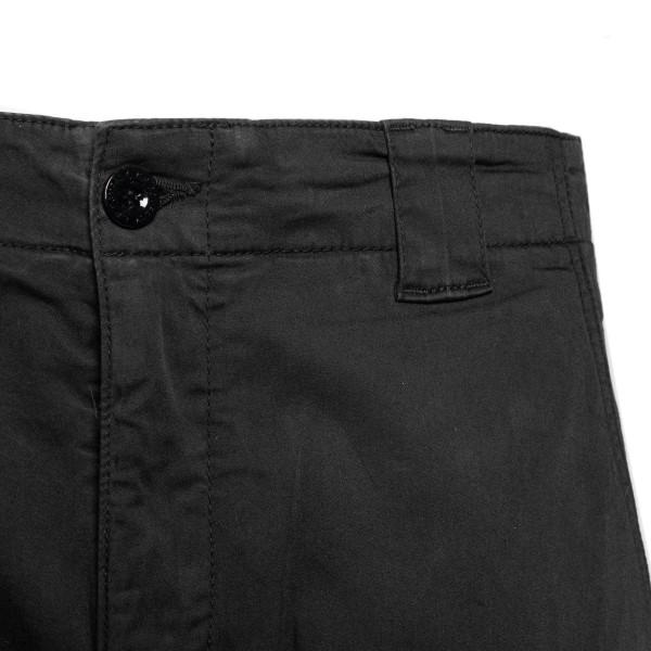 Black bermuda shorts with pockets and logo                                                                                                             CP COMPANY