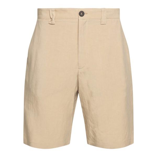 Light beige Bermuda shorts                                                                                                                             C.9.3
