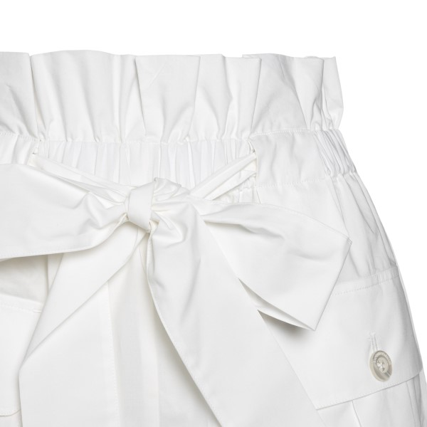 Pantaloncini bianchi con fiocco                                                                                                                        EMPORIO ARMANI                                     EMPORIO ARMANI