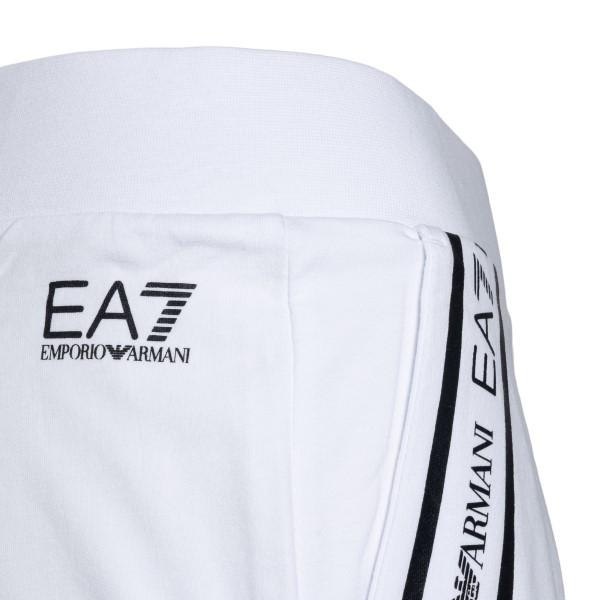 Pantaloncini sportivi bianchi con stampa logo                                                                                                          EA7                                                EA7