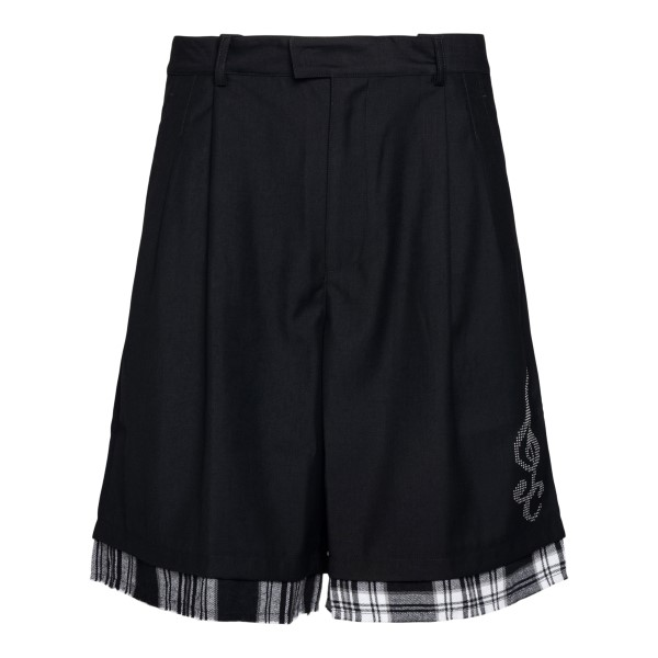 Black bermuda shorts with checked detail                                                                                                               C2H4