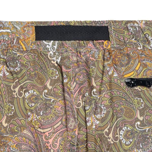 Green bermuda shorts with paisley print                                                                                                                LC23