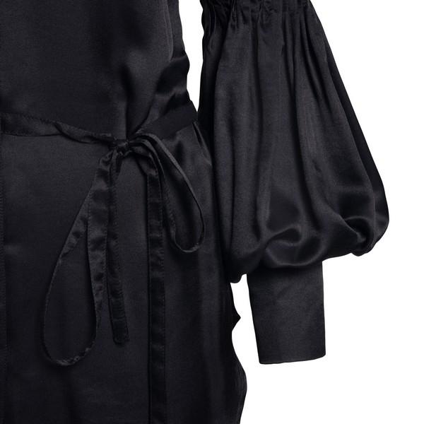 Black pleated longline shirt                                                                                                                           ANN DEMEULEMEESTER