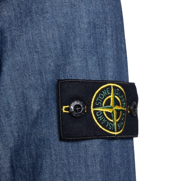 Camicia in denim blu con patch logo                                                                                                                    STONE ISLAND                                       STONE ISLAND