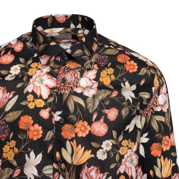 Black shirt with floral print                                                                                                                          XACUS