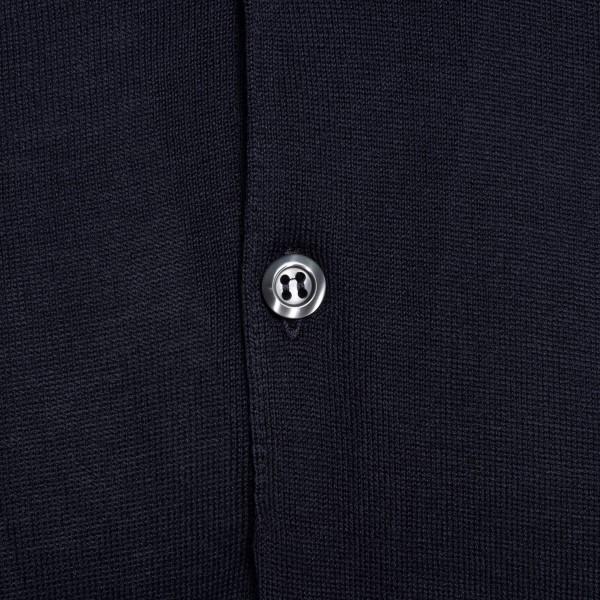 Lightweight navy blue polo shirt                                                                                                                       JOHN SMEDLEY