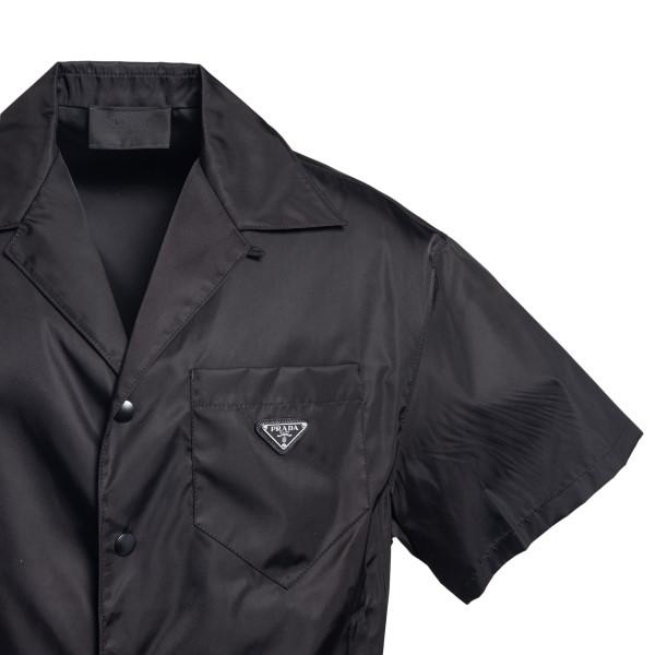 Black shirt with logo plaque                                                                                                                           PRADA