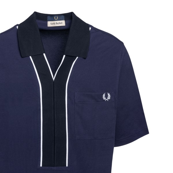 Blue polo-style T-shirt                                                                                                                                FRED PERRY
