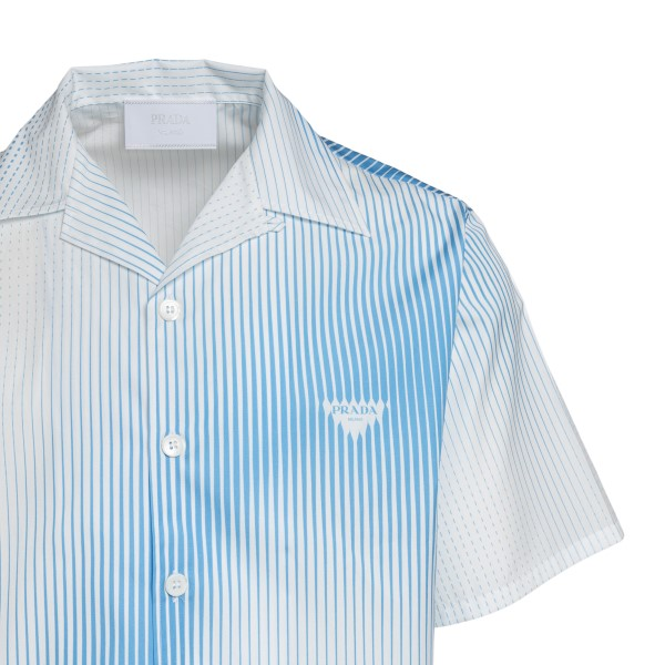 Camicia bianca a righe azzurre con logo                                                                                                                PRADA                                              PRADA