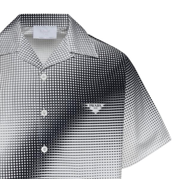 Camicia bianca e nera con pattern a quadri                                                                                                             PRADA                                              PRADA