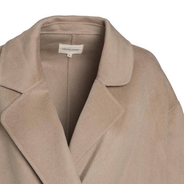 Long beige coat                                                                                                                                        LOULOU STUDIO