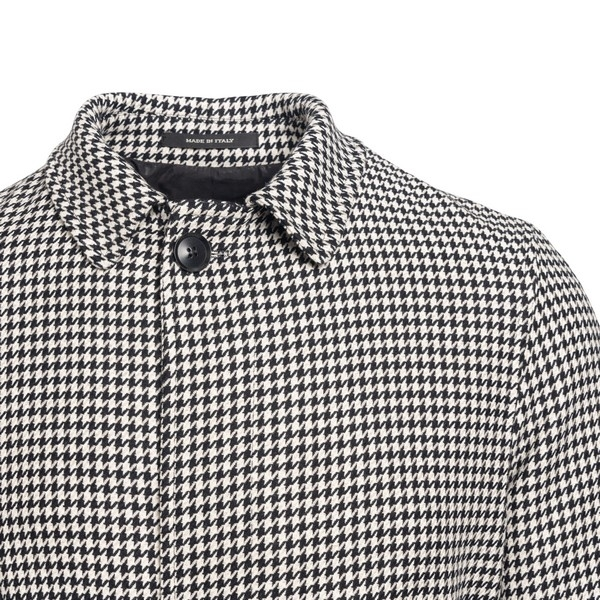 Black and white houndstooth coat                                                                                                                       TAGLIATORE