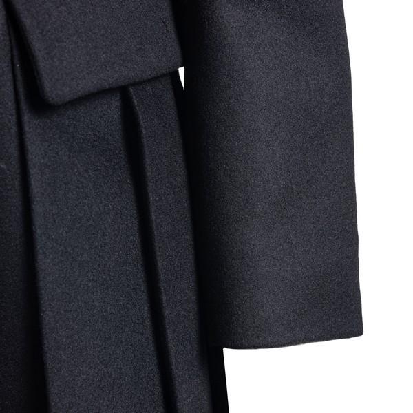 Cappotto nero con pieghe                                                                                                                               PRADA                                              PRADA