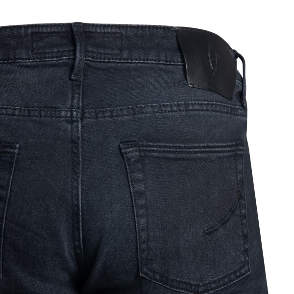 Straight jeans in black                                                                                                                                HAND PICKED