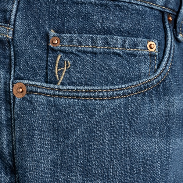 Classic blue jeans with logo patch                                                                                                                     HAND PICKED