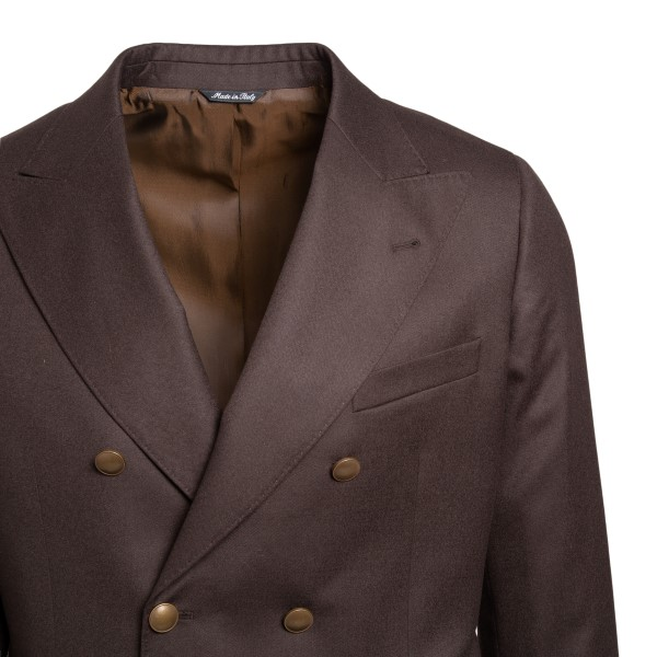 Brown double-breasted blazer                                                                                                                           REVERES