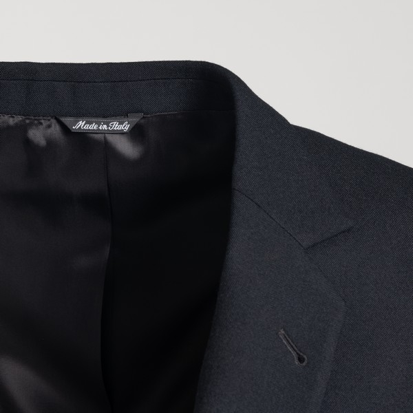 Classic black blazer                                                                                                                                   REVERES