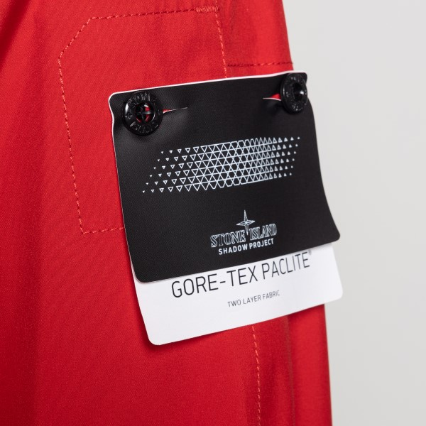 Giacca rossa con dettagli a zip                                                                                                                        STONE ISLAND SHADOW PROJECT STONE ISLAND SHADOW PROJECT
