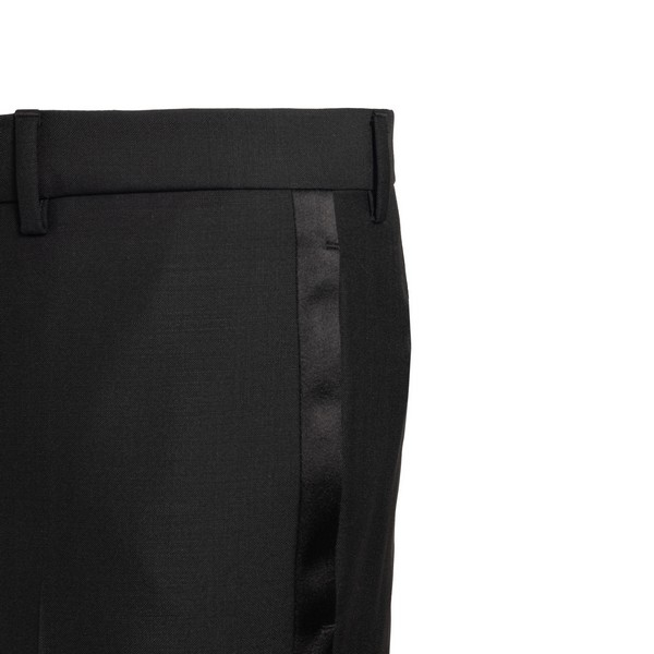 Completo nero con revers a punta                                                                                                                       GIVENCHY                                           GIVENCHY