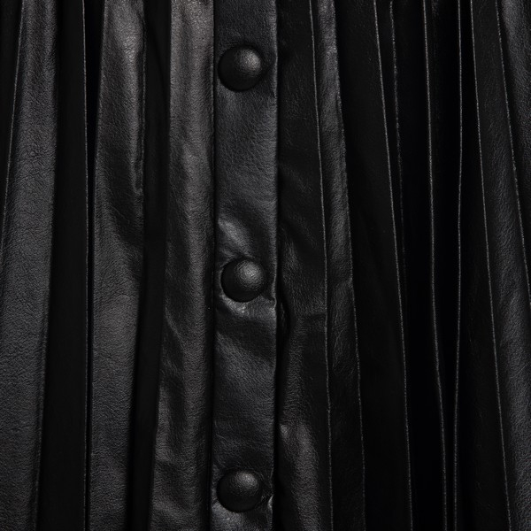 Black high-waisted pleated skirt                                                                                                                       ISABEL MARANT
