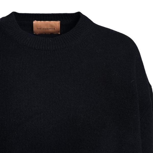 Oversized black sweater                                                                                                                                ANDAMANE