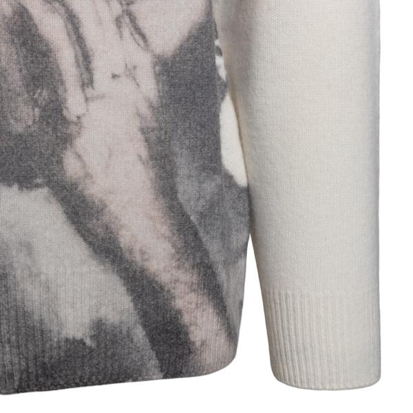 White sweater with Giorgio Armani face                                                                                                                 EMPORIO ARMANI