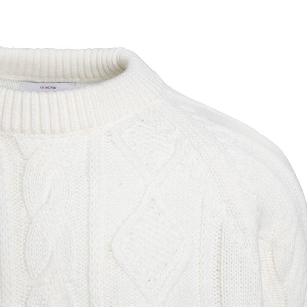 Ivory pullover with twist pattern                                                                                                                      LC23