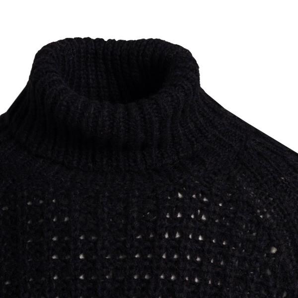 Navy blue turtleneck sweater                                                                                                                           ROBERTO COLLINA
