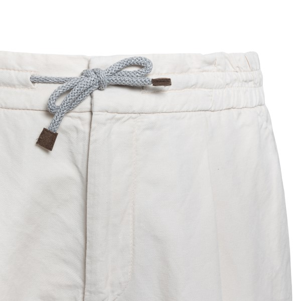 Lightweight white trousers with pleats                                                                                                                 BRUNELLO CUCINELLI
