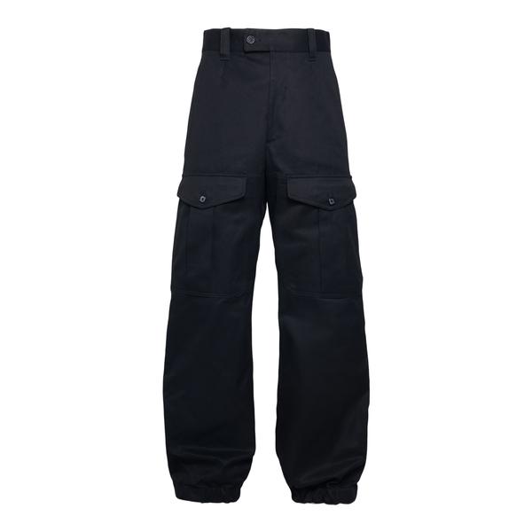 Pantaloni neri stile cargo                                                                                                                            Alexander Mcqueen 664230 retro