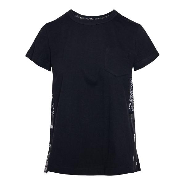 T-shirt nera con drappeggi sul retro.                                                                                                                 Sacai 05442 fronte