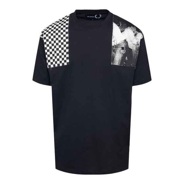 Black T-shirt with applications on the should                                                                                                         Fred Perry SM1859 back