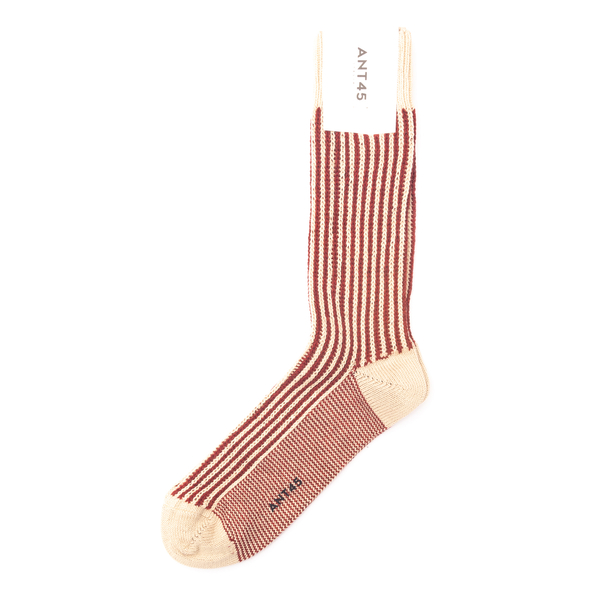White and red socks                                                                                                                                   Ant 45 21F34 back