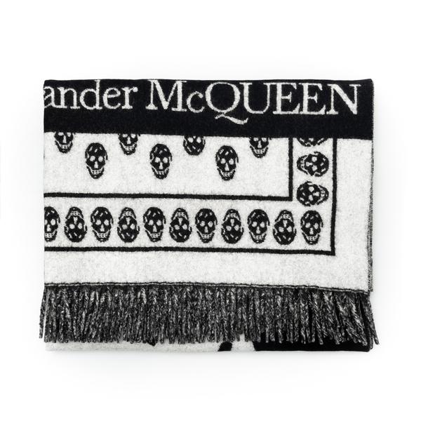 Sciarpa bicolore con teschi                                                                                                                           Alexander Mcqueen 662456 retro