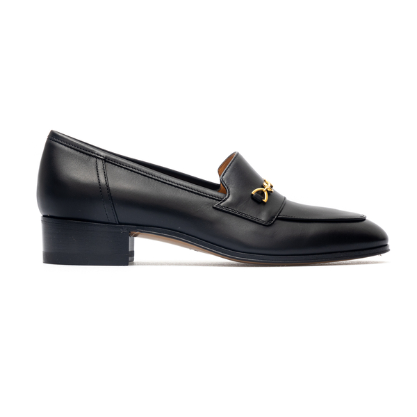 Black loafers with golden horsebit                                                                                                                    Gucci 658268 back