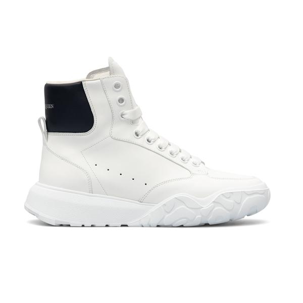 Sneakers bianche alte con nome brand                                                                                                                  Alexander Mcqueen 667805 retro