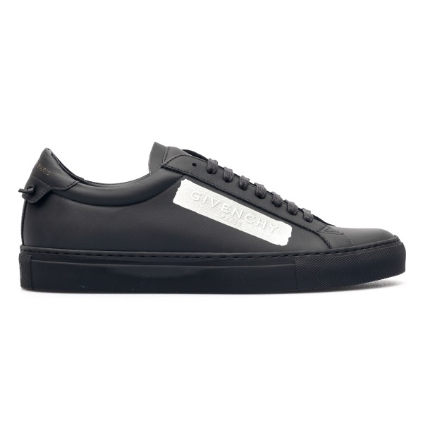 Black sneakers with silver print                                                                                                                      Givenchy BH0002 front