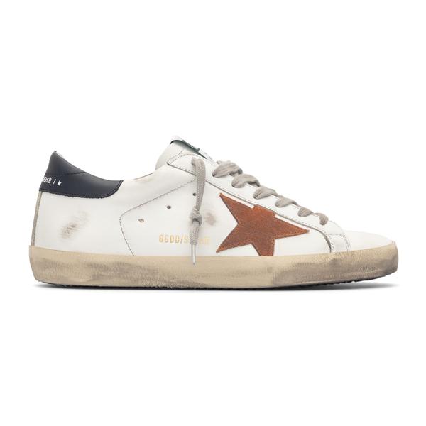 Sneakers bianche con stella e logo                                                                                                                    Golden Goose GMF00101 retro