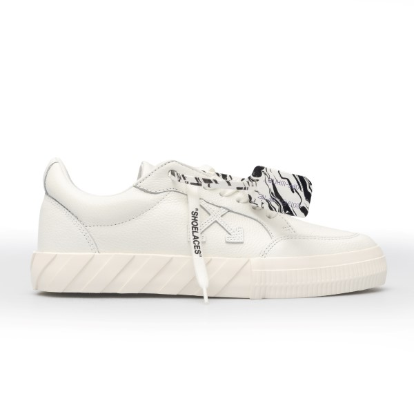 White sneakers with tag                                                                                                                               Off white OMIA085R21LEA004 front