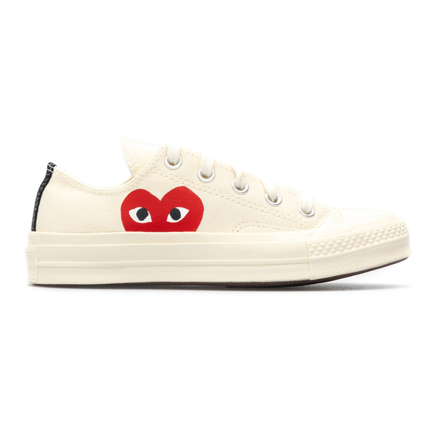 Low white sneakers with heart                                                                                                                         Comme Des Garcons Play P1K111 back