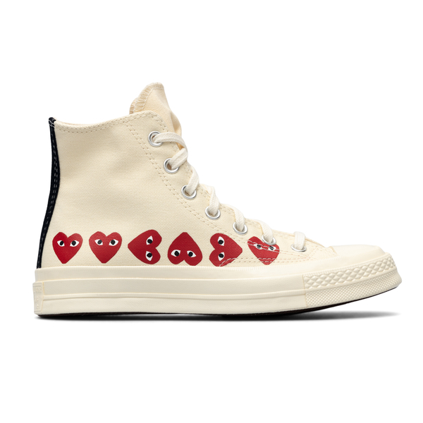 White sneakers with hearts                                                                                                                            Comme Des Garcons Play P1K116 back