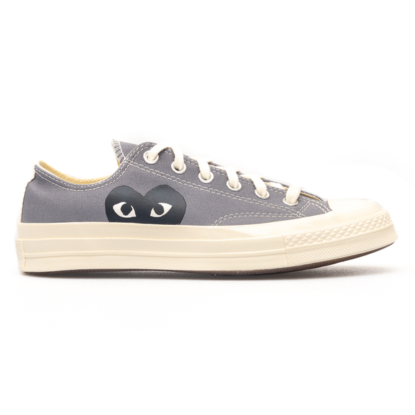 Grey sneakers with heart                                                                                                                              Comme Des Garcons Play P1K121 back