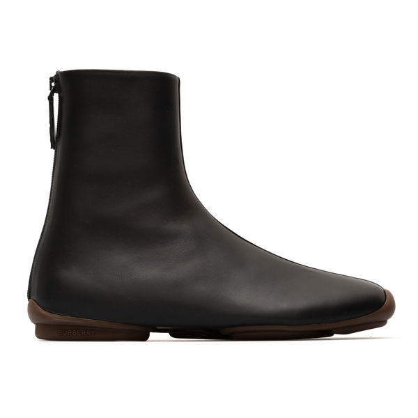 Black ankle boots with contrasting sole                                                                                                               Burberry 8045293 back