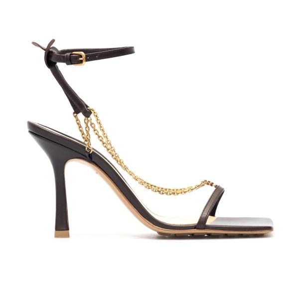 Black sandals with gold chain                                                                                                                         Bottega veneta 651385 front